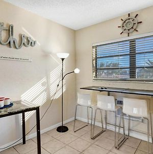 Gorgeous Cozy Condo,1 Min Walk To Hollywood Beach! photos Room