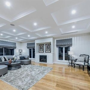 5Br Luxurious Glen Waverley Mansion With Home Theatre photos Exterior