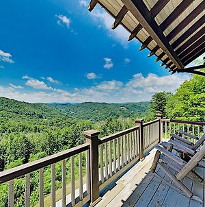 Two Breathtaking Mountain View Cabins With Hot Tubs! Cottage photos Exterior