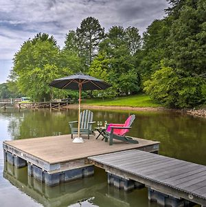 Lakefront Family Home With Dock And Ramp Access! photos Exterior