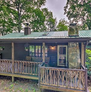 Quaint Cabin With Outdoor Fireplace & Sunroom! photos Exterior