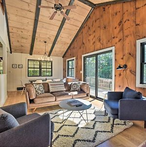 Sleek Cabin With Deck 8Mi To Mount Snow & Hikes! photos Exterior