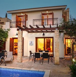 Villa In Kouklia Sleeps 6 Includes Swimming Pool Air Con And Wifi 1 6 photos Exterior