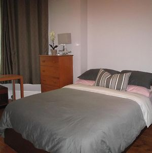 Backpacker Student Near Mcgill University - Private Executive King Room photos Exterior
