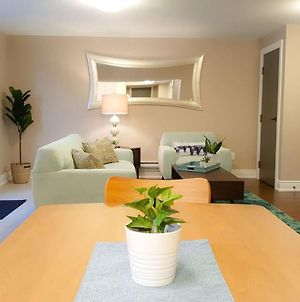Airport 9 Mins Drive, King Bed, Newly Furnished! photos Exterior