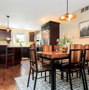 ✵ Cozy & Regal Garden View Bi-Level 3 Bdr Condo - Walk To Downtown Traverse City ✵ photos Exterior