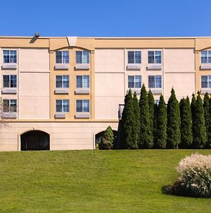 La Quinta Inn & Suites By Wyndham White Plains - Elmsford photos Exterior