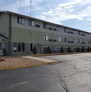 Super 8 By Wyndham Kansas City At Barry Road/Airport photos Exterior