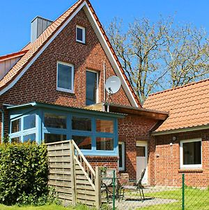 Four Bedroom Holiday Home In Cadenberge Ot Geversd. photos Exterior