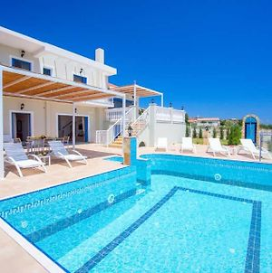 Skala Villa Sleeps 6 With Pool Air Con And Wifi photos Exterior