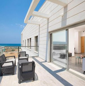 Stylish Penthouse Apartment Close To Akhziv Beach By Sea N' Rent photos Exterior
