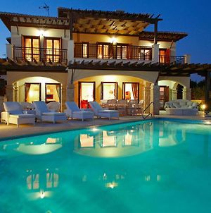 Villa In Kouklia Sleeps 8 With Pool And Wifi photos Exterior