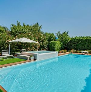 Spacious Holiday Home In Castelbelforte With Swimming Pool photos Exterior