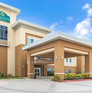 La Quinta Inn & Suites By Wyndham Gonzales Tx photos Exterior