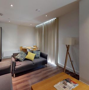 Contemporary 2 Bed Duplex Apartment Close To Heathrow photos Exterior
