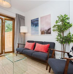 Stylish & Modern 3 Bed Flat In Nw London With Garden photos Exterior