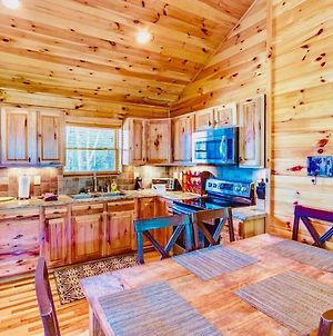 2 Bedroom Cabin With Hot Tub, Deck, Fire Pl photos Exterior