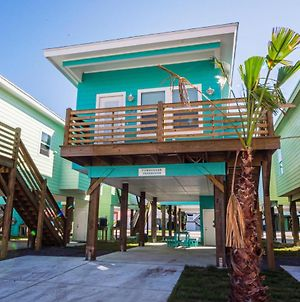 Turquoise Treehouse Home photos Exterior