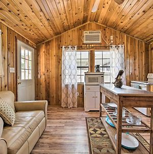 Couples Cabin With Deck, 1 Mi To Canyon Lake! photos Exterior