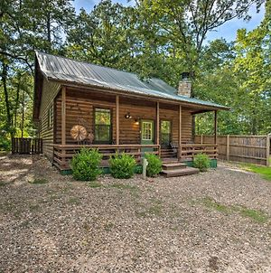 Centrally Located Broken Bow Cabin With Hot Tub photos Exterior