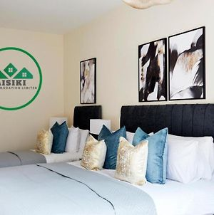 Aisiki Apartments At Alexandra Road 2Bed And 2Bath King Or Twin Beds With Free Wifi Free Parking photos Exterior
