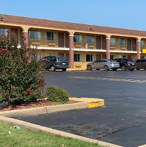 Super 8 By Wyndham Midwest City Ok photos Exterior