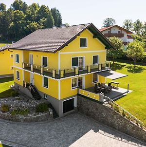 Garden-View Mansion In Kottmannsdorf With Balcony photos Exterior