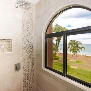 Spectacular - Spacious Unit In Flamingo With Pool In Front Of The Beach photos Exterior