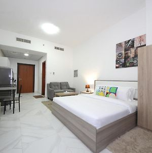 Signature Holiday Homes - Furnished Studio In Palace Tower 2, Silicon Oasis photos Exterior