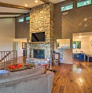 Renovated Retreat With Mtn Views And Expansive Deck! photos Exterior