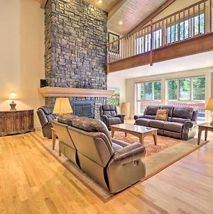 Luxe Cabin With Pool Access, Game Room & Deck! photos Exterior