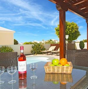 Villa In Playa Blanca Sleeps 8 Includes Swimming Pool Air Con And Wifi 4 photos Exterior