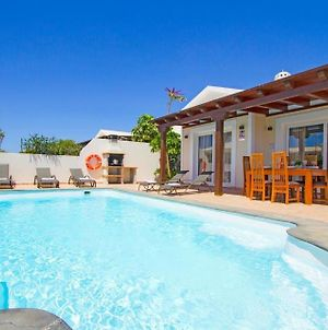 Villa In Playa Blanca Sleeps 8 Includes Swimming Pool Air Con And Wifi 6 photos Exterior