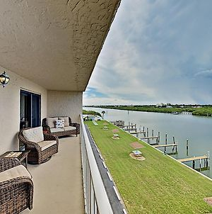 New Listing! Waterfront Condo With Pool & Dock Condo photos Exterior
