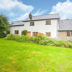 Vintage Holiday Home In Welshpool With Garden photos Exterior