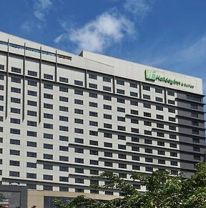 Holiday Inn & Suites Makati, An Ihg Hotel photos Exterior