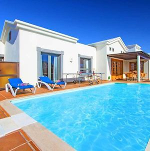 Villa In Playa Blanca Sleeps 6 With Pool Air Con And Wifi photos Exterior