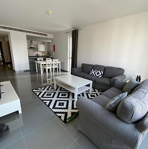 Al-Mouj: Lovely And Peaceful 2 Bedroom Apartment photos Exterior