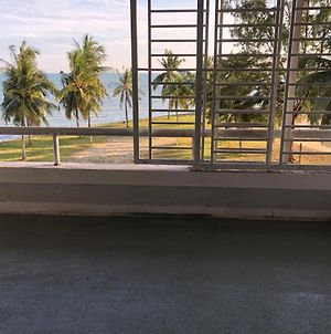 Corus Paradise Resort, 2 Bedroom Apartment. Seaview & Beachfront. Family Friendly Unit. photos Exterior