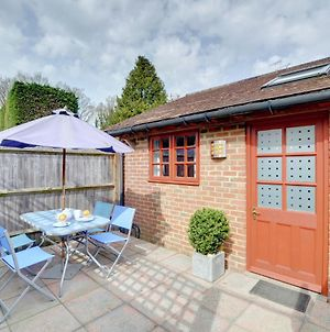 Cosy Holiday Home In Frittenden Kent With Television photos Room
