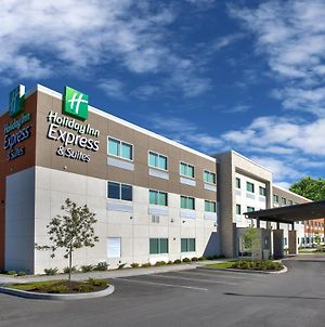 Holiday Inn Express & Suites New Castle photos Exterior
