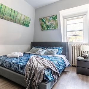 Prime Walk Location - Modern Studio With King Bed! photos Exterior