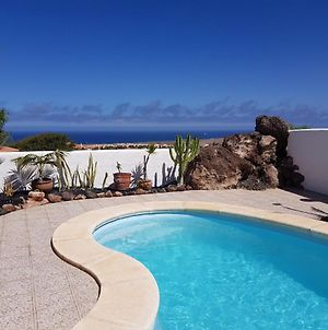 Villa With Sea View And Pool photos Exterior