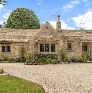 Scenic Family Home In The Cotswolds photos Exterior