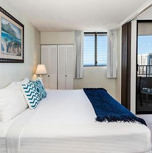 Comfortable Waikiki Condo, Walk To Beach, Wifi, Kitchen, Rental Cars Available. photos Exterior