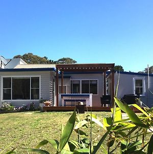 Shellharbour Beach Cottage 1 Minute Walk To Beach Flags In Summer photos Exterior