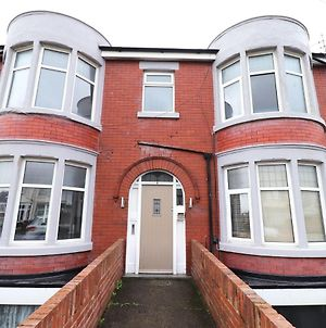 Pleasant Apartment In Blackpool Near Pleasure Beach photos Exterior