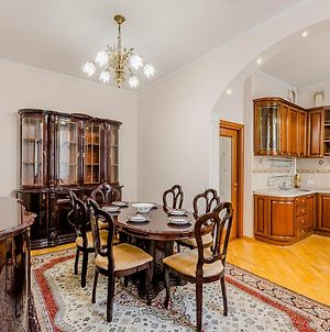 Lux Apartment On Nevsky Avenue 22 24 In Front Of Kazan Cathedral photos Exterior
