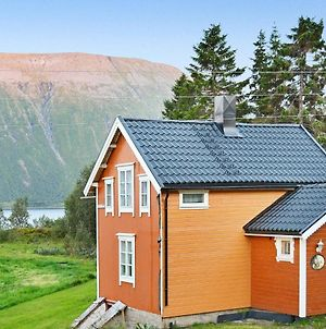 Three-Bedroom Holiday Home In Gullesfjord photos Room