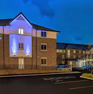 Holiday Inn Express London Gatwick Crawley, An Ihg Hotel photos Exterior